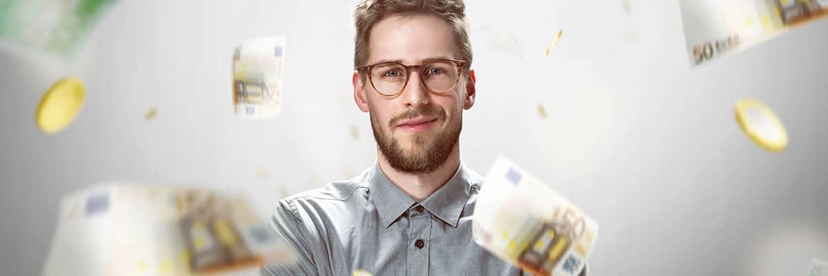 Fördermittel: Mann im Geldregen