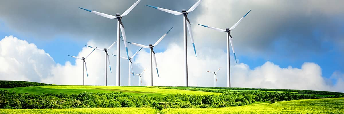 erneuerbare Energie: Landschaft mit Windrädern
